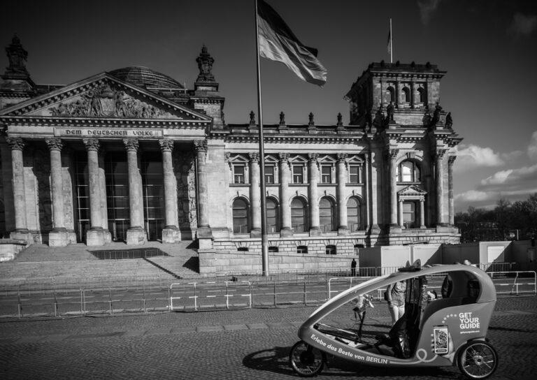 Reichstag mit Rikscha